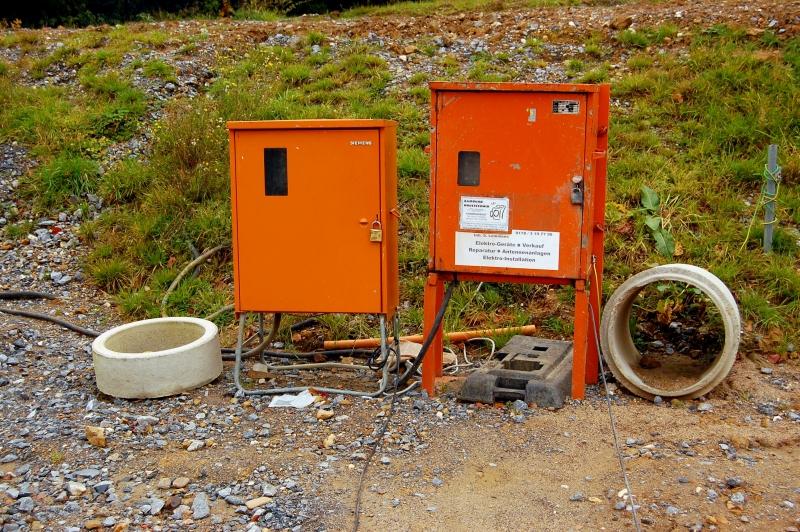 Wasser und Strom für die künftige Baustelle