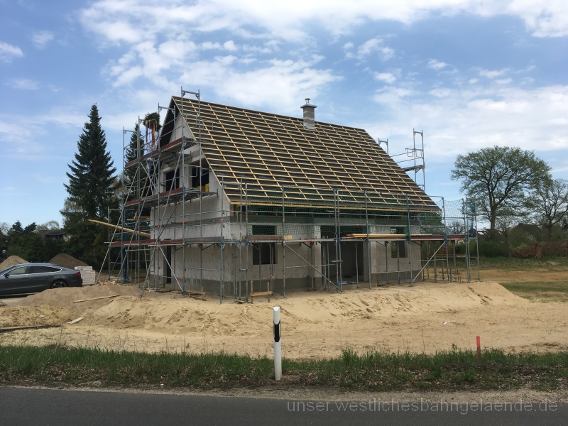 Dach fast fertig, Richtfest 2.0, Schornstein
