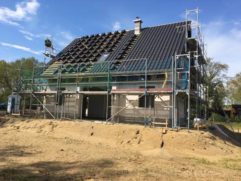 KW17 – Dacheindeckung und erstes Fenster