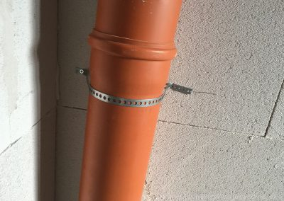 Befestigung mit Lochband