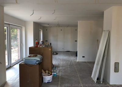 Wohn-/Esszimmer und Küche mit Vlies