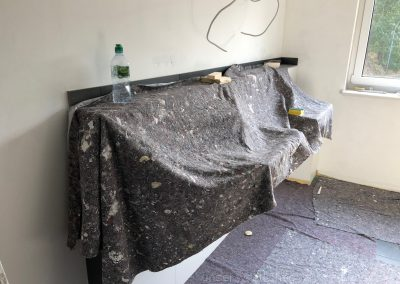 Waschtische - ausgepackt, montiert, eingepackt